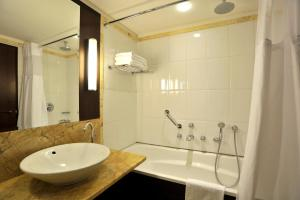 A bathroom at Parker Hotel Brussels Airport