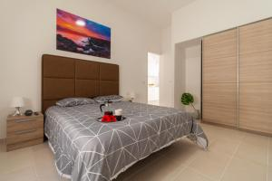 A bed or beds in a room at Apartamentos Bello Lanzarote
