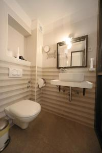 A bathroom at Central Apartments Integrated Hotel