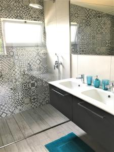 Um banheiro em Casa do Almance