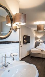Ein Badezimmer in der Unterkunft Landcafe mit Mini Hotel