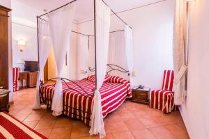 A bed or beds in a room at Hotel Galileo