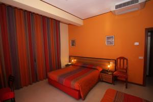 A bed or beds in a room at Hotel Naxos B&B
