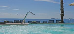 Bazén v ubytování Hotel Villa Capri nebo v jeho okolí