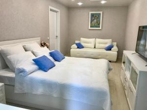 A bed or beds in a room at Апартаменты у Академии МЧС