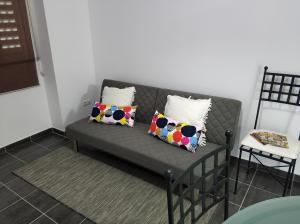 A seating area at Sleep & Go Faro Airport Guest House