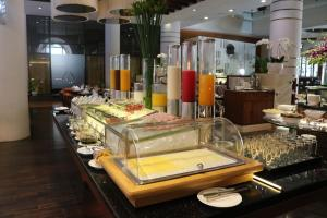 A restaurant or other place to eat at Parkroyal Saigon Hotel