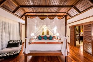 A bed or beds in a room at Palace Residence & Villa Siem Reap
