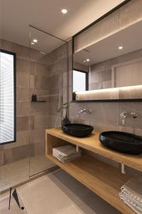 A bathroom at New Aqua Hotel