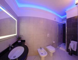 A bathroom at Hotel Bussola