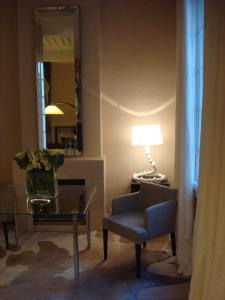 A seating area at L'Appart 6