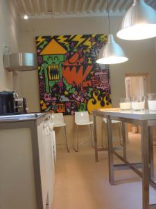 A kitchen or kitchenette at L'Appart 6