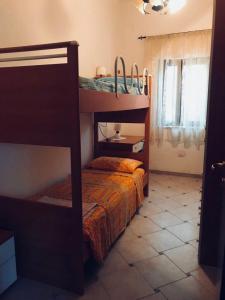 Letto o letti a castello in una camera di Casa in Via Sardegna