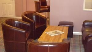 A seating area at Parklands Hotel