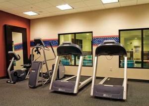 Das Fitnesscenter und/oder die Fitnesseinrichtungen in der Unterkunft Hampton Inn & Suites Springdale/Zion National Park