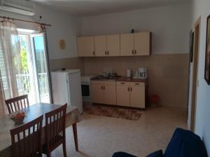 A kitchen or kitchenette at Apartments Jelić