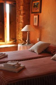 A bed or beds in a room at Casa Rural Las Águedas
