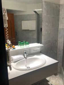 A bathroom at Hotel Kongress