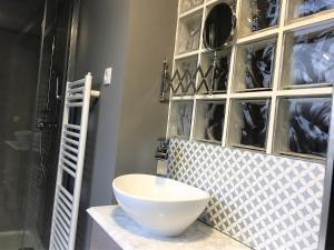 A bathroom at Oak House , chalet 6 dormitorios,4 baños y pequeño jardin