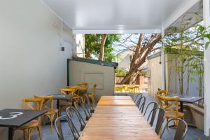 A restaurant or other place to eat at The Village Glebe