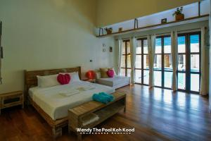 A bed or beds in a room at Wendy the Pool Resort @ Koh Kood