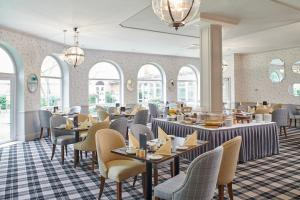 A restaurant or other place to eat at The Regency Hotel