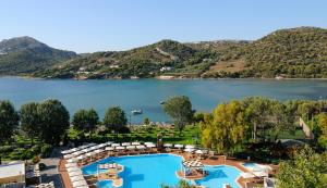 Pogled na bazen u objektu Dolce Athens Attica Riviera ili u blizini
