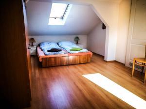 Łóżko lub łóżka w pokoju w obiekcie Baltic Apartments-Willa Carmen 13