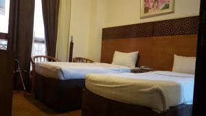 سرير أو أسرّة في غرفة في فندق مودة الواحة