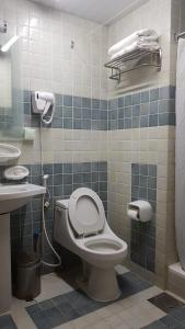 حمام في فندق مودة الواحة