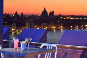 A restaurant or other place to eat at Hilton Molino Stucky Venice