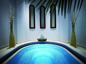 Der Swimmingpool an oder in der Nähe von Hilton Molino Stucky Venice