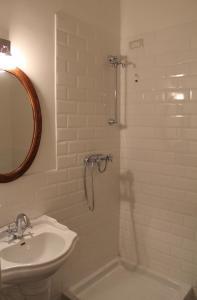 A bathroom at Mareé
