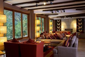 Coin salon dans l'établissement Sumaq Machu Picchu Hotel