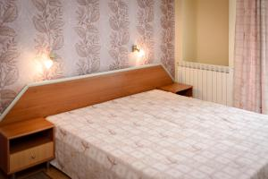 A bed or beds in a room at Guest House Ianis Paradise