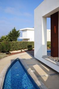 Poolen vid eller i närheten av Paradise Cove Luxurious Beach Villas
