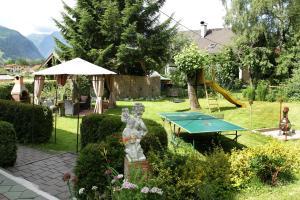 Ein Garten an der Unterkunft Haus Südblick