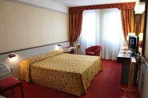 Letto o letti in una camera di Hotel Maxim