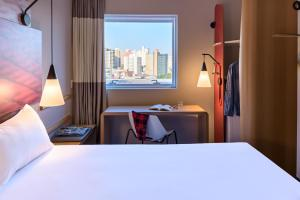 A bed or beds in a room at Ibis São Bernardo do Campo