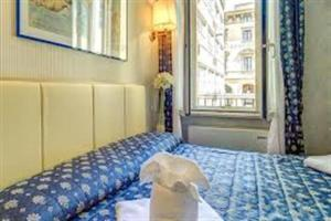 A bed or beds in a room at Hotel Ristorante Aretino Centro