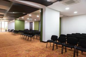 The business area and/or conference room at Best Western Plus 93 Park Hotel