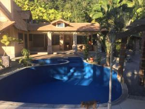 The swimming pool at or near Paraíso Contemporâneo