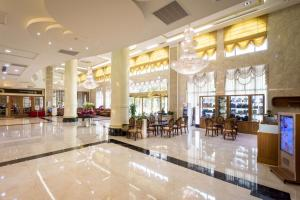 A restaurant or other place to eat at Royal Chiayi Hotel