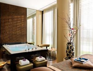 A bathroom at Hyatt Regency Dusseldorf