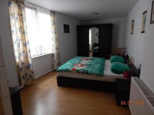 Ein Bett oder Betten in einem Zimmer der Unterkunft Geary Ferienwohnung