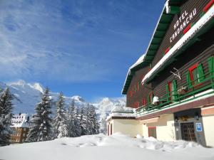 Hotel Candanchú during the winter