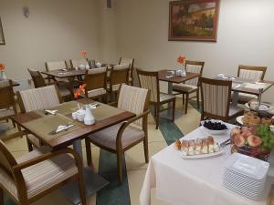 Restauracja lub miejsce do jedzenia w obiekcie Willa Biala Lilia Old Town
