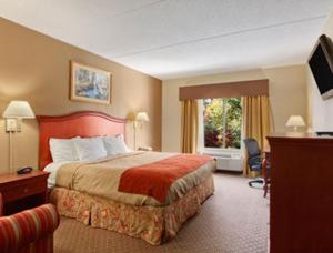 A bed or beds in a room at Ramada by Wyndham Harrisburg/Hershey Area