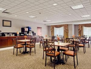 A restaurant or other place to eat at Ramada by Wyndham Harrisburg/Hershey Area