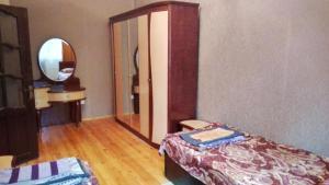 Кровать или кровати в номере Gozel Naftalan Health Resort